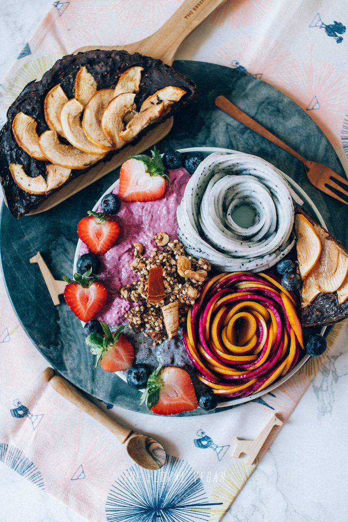 Breakfast bowl with pumpkin pie granola