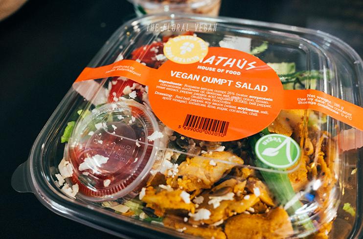 Vegan Oumph Salad at Mathus - KEF airport