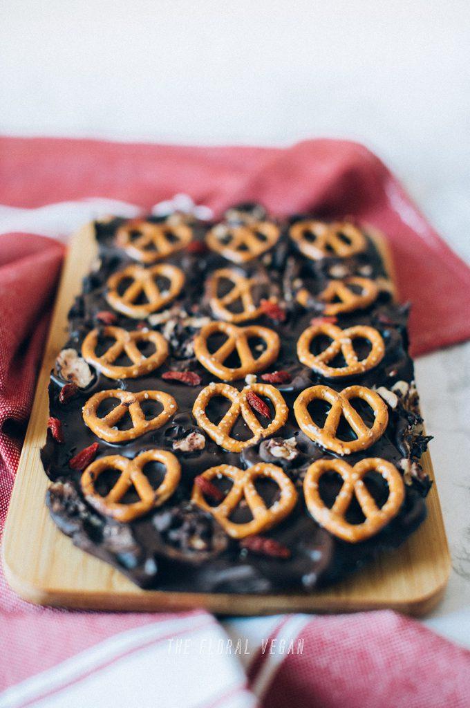 Caramel-Pretzel-Chocolate-Bark