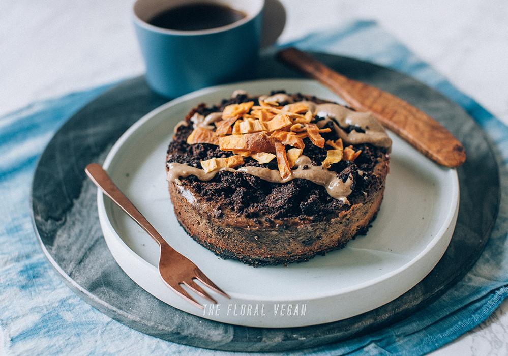 vegan-cookie-cream-cheesecake-whole