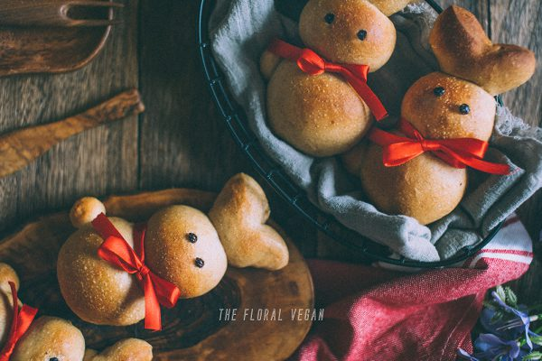 Easter bunny rolls Zopfhasen