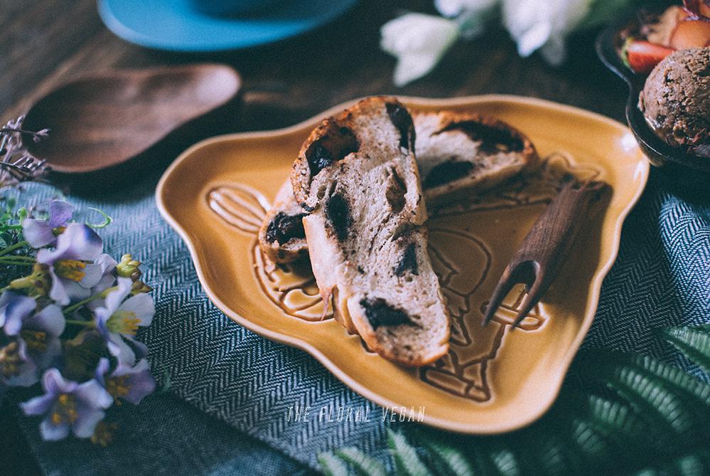 chocolate cinnamon roll challah toasts