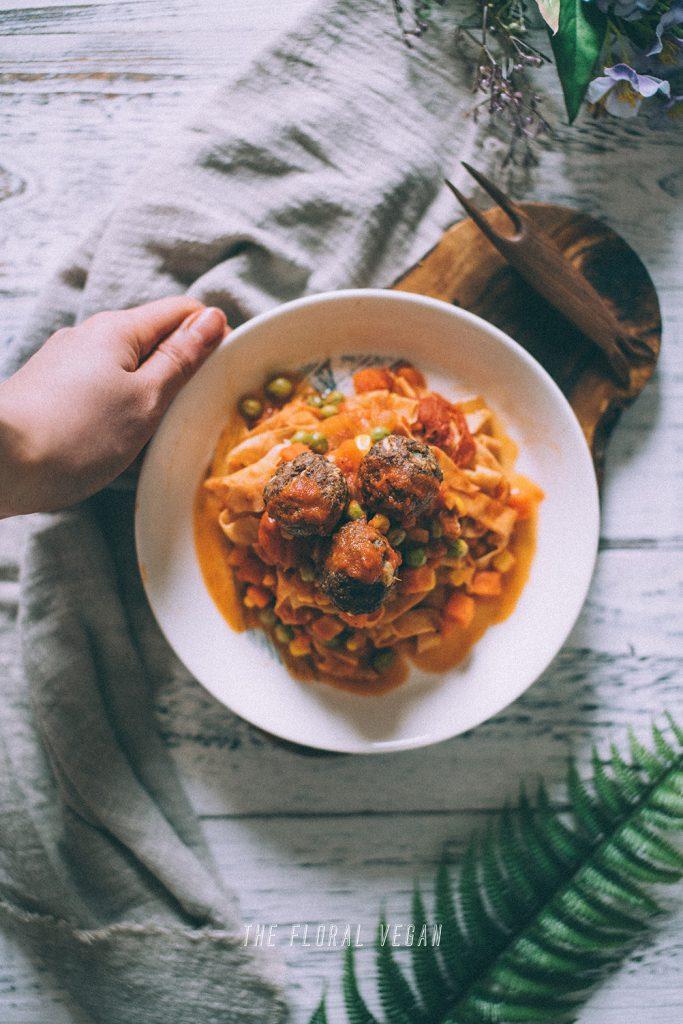 vegan-meatballs-tomato-sauce